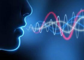 可穿戴式振动传感器,用于精确的语音识别