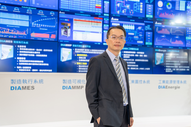 台达机电事业群刘佳容总经理于台北国际自动化工业大展说明台达整合云端物联、智能设备、自动化软硬件所开发的智能制造解决方案